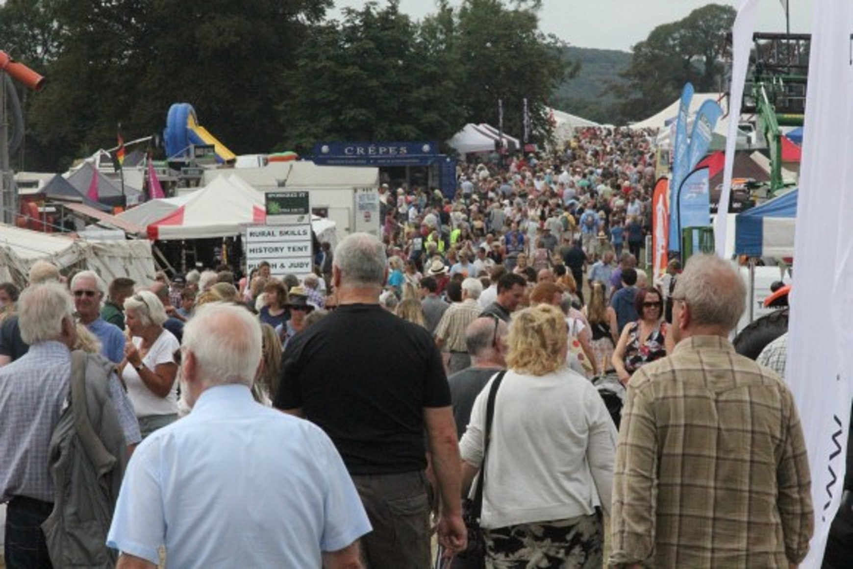 Crowds at Yealmpton Show in 2015 (52528638)